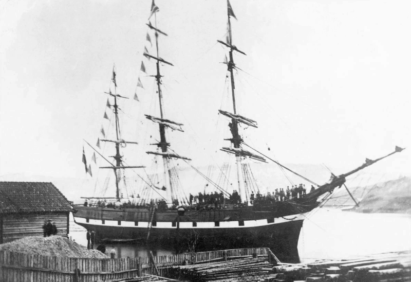 The emigrant vessel Laurdal