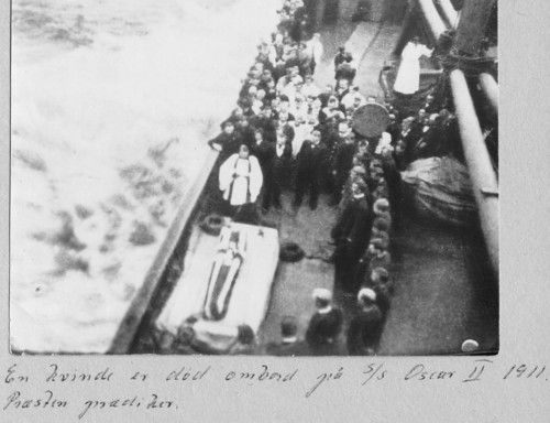 A woman has died on board the S/S Oscar II in 1911, the minister is holding a service